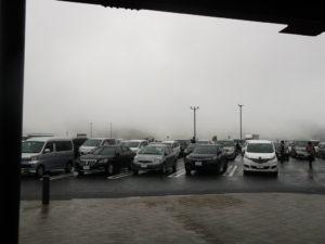 霧のサービスエリア