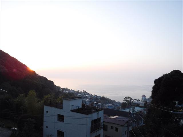 夜明けの相模湾